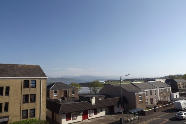 Thumbnail Flat to rent in Cardwell Road, Gourock