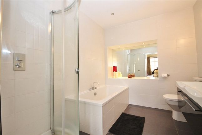 En Suite of Vicarage Road, Sunbury-On-Thames, Surrey TW16