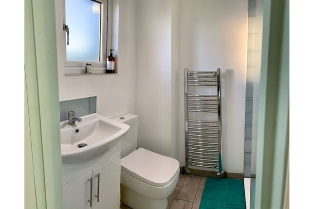 En-Suite of Carnarvon Road, West Bridgford NG2