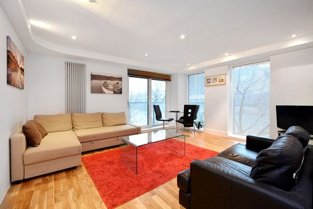 2 bed flat to rent in Millharbour, London