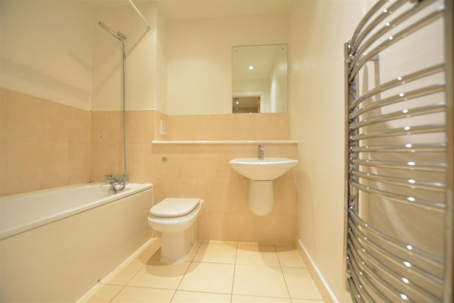 Bathroom of Queens Road, Nottingham NG2