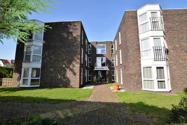 2 bed flat for sale in Nelson Road, Whitton, Twickenham TW2