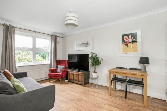 2 bed flat for sale in Thurlow Park Road, London SE21