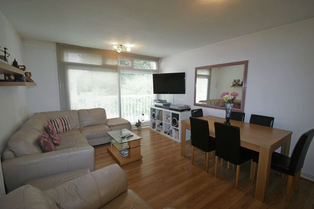 Thumbnail Flat for sale in Merridene, London