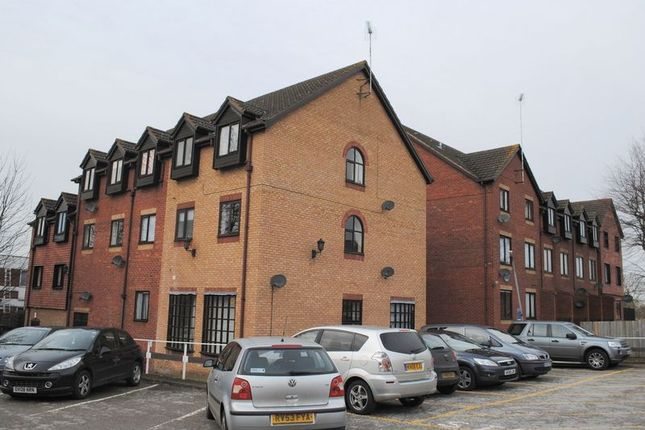 Thumbnail Flat for sale in Burleigh House, Hamblin Court, Rushden
