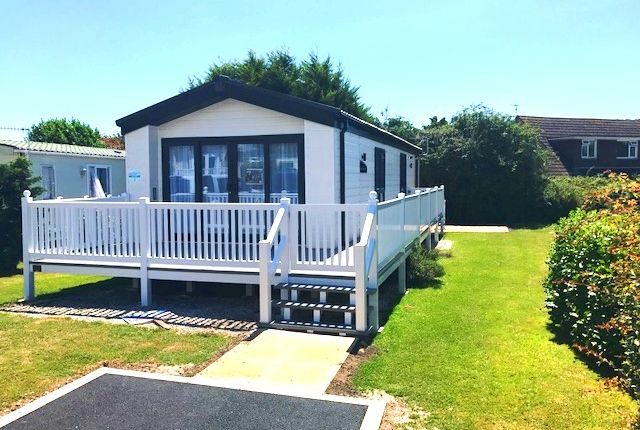 2 bed mobile/park home for sale in Leas, Weymouth
