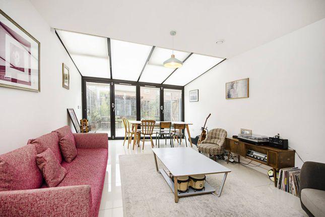 Thumbnail Terraced house to rent in Daubeney Road, Homerton