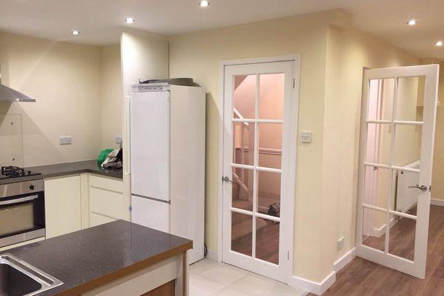 5 bed semi-detached house to rent in Edgwarebury Lane, Edgware