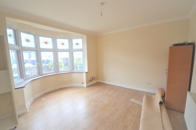 3 bed terraced house to rent in Green Lane, Ilford IG3