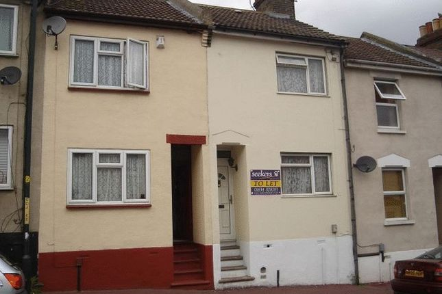 Thumbnail Terraced house to rent in Castle Road, Chatham, Kent