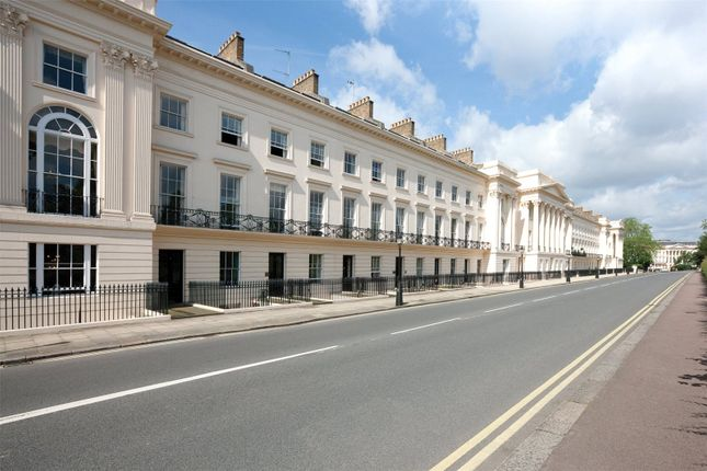 Thumbnail Property for sale in Cornwall Terrace, London