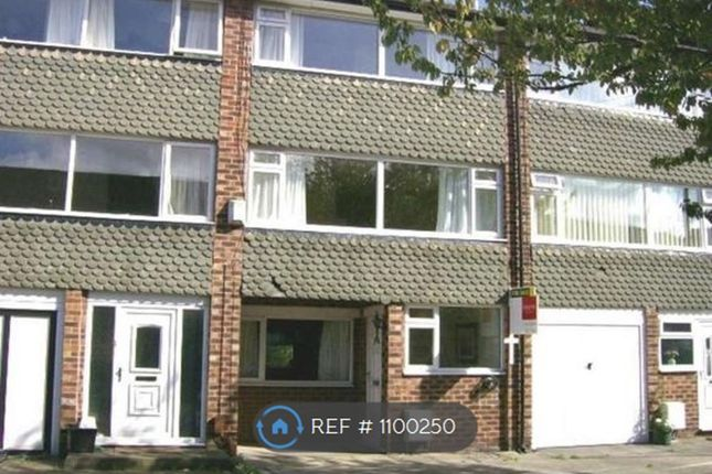 4 bed terraced house to rent in Fistral Avenue, Heald Green, Cheadle SK8