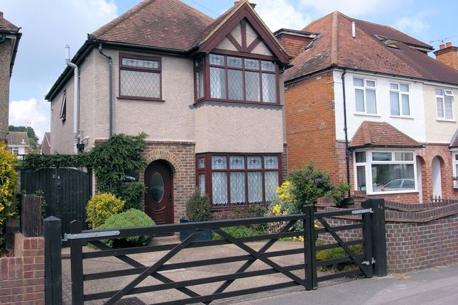 Thumbnail Detached house to rent in Beckingham Road, Guildford