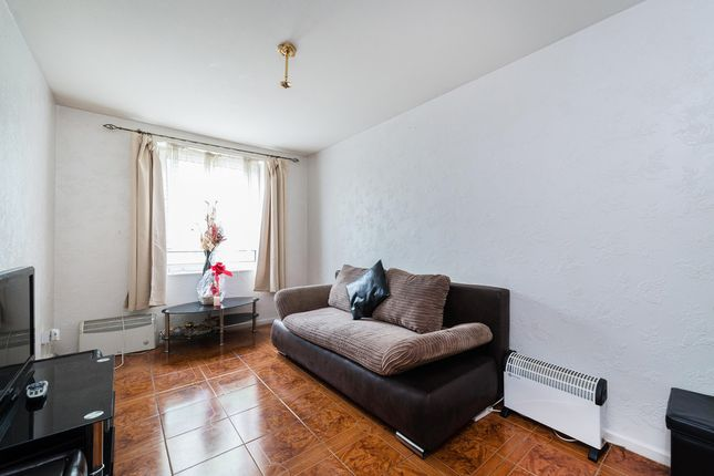 Thumbnail Flat for sale in Gautrey Road, London