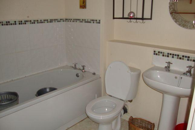 Family Bathroom S2 3Hg