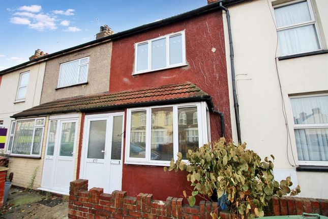 3 bed terraced house for sale in London Road, Grays