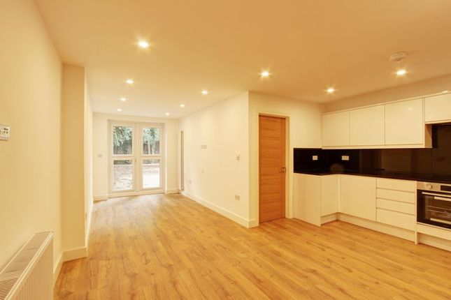 Thumbnail Maisonette to rent in Ewen Crescent, London