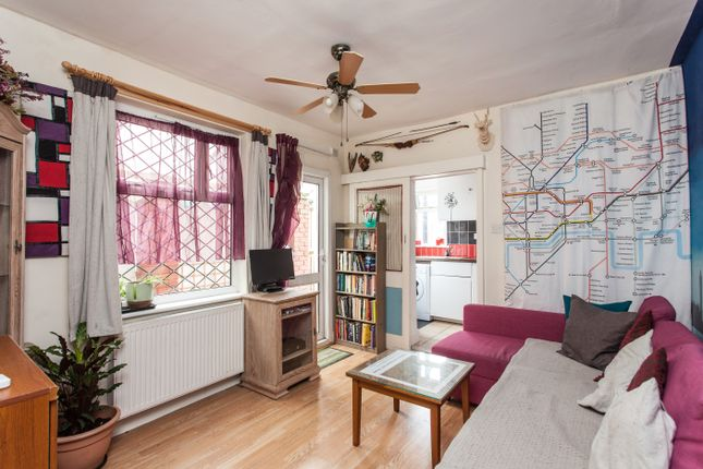Thumbnail Flat for sale in Myrtledene Road, London