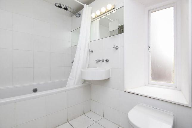 Bathroom of Shrewsbury Mews W2,
