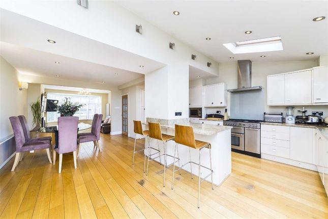 4 bed property to rent in Heathfield North, Twickenham