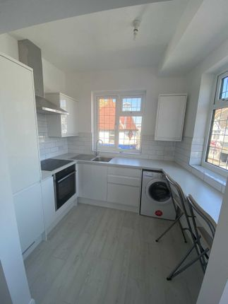 2 bed flat to rent in Leigh Road, Leigh On Sea SS9