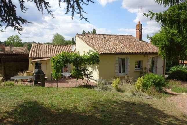 Thumbnail Property for sale in Poitou-Charentes, Deux-Sèvres, Gourge