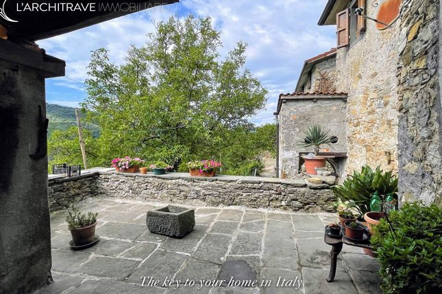 Town house for sale in Tuscany, Lunigiana, Bagnone