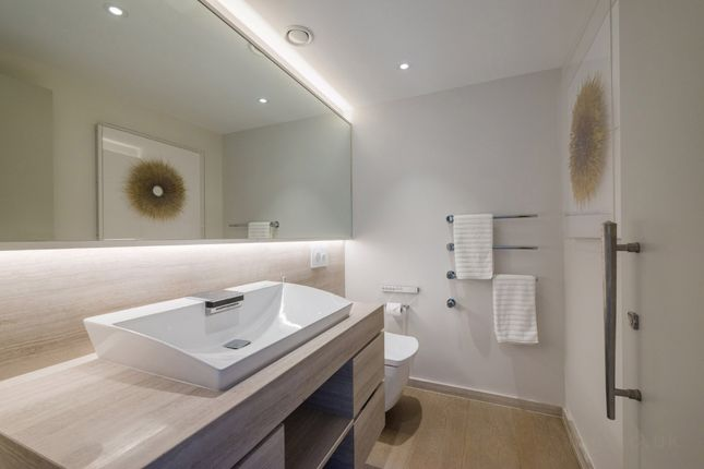 Guest WC of Portland Place, Marylebone, London W1B