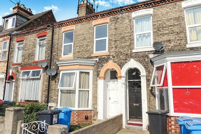 Thumbnail Terraced house for sale in Queens Road, Hull