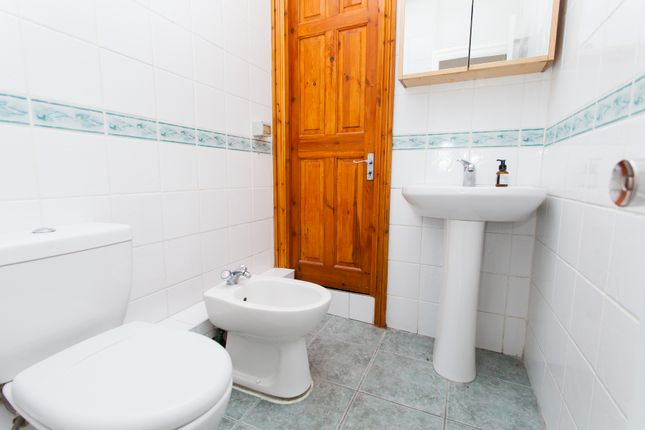 Bathroom of Skinner Street, Clerkenwell EC1R