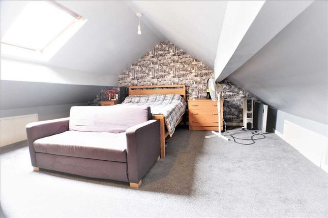 Attic Room of The Avenue, Pontygwaith, Ferndale CF43