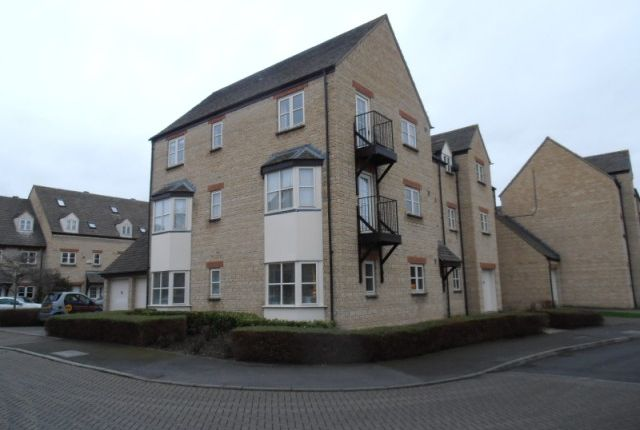 Thumbnail Flat to rent in Waine Rush View, Witney, Oxon