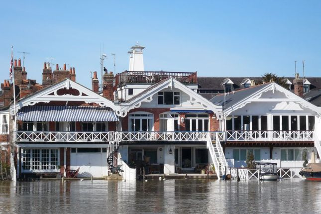 Thumbnail Flat to rent in Wharfe Lane, Henley-On-Thames, Oxfordshire