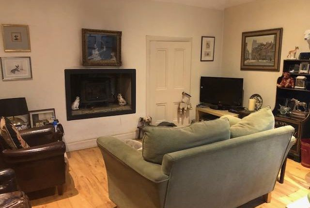 2 bed flat to rent in Langbank, Port Glasgow PA14