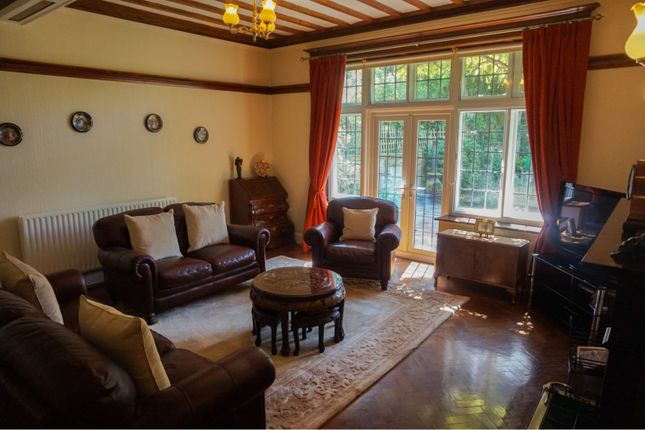 Lounge of Cedar Grove, Barton DL10