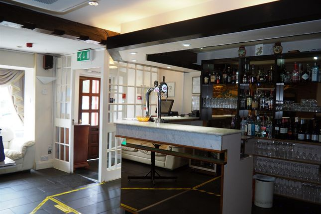 Thumbnail Restaurant/cafe for sale in Restaurants NN14, Rothwell, Northamptonshire