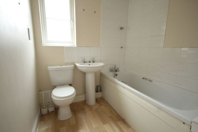 2 bed flat to rent in Rothwell Road, Kettering NN16