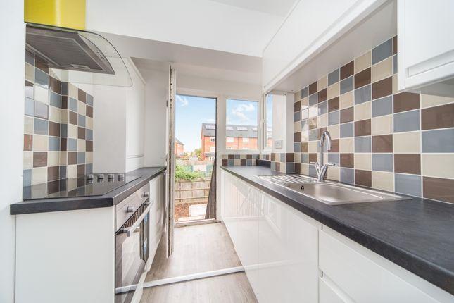 Thumbnail Flat to rent in De'arn Gardens, Mitcham