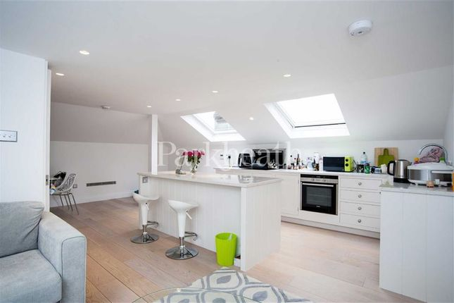 2 bed flat to rent in Lambolle Road, Belsize Park, London