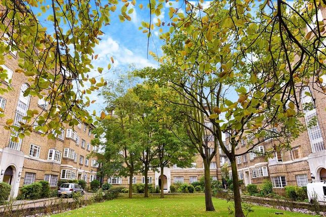 3 bed flat for sale in Streatham High Road, London
