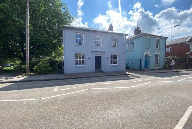 1 bed flat to rent in Eastgate Street, Winchester, Hampshire SO23