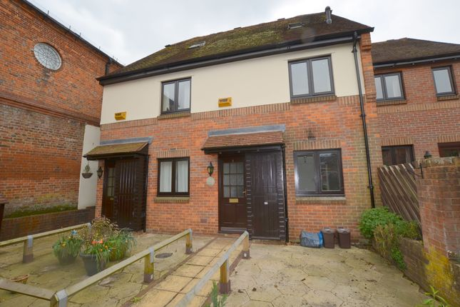 Thumbnail Maisonette to rent in Thornhill Close, Old Amersham