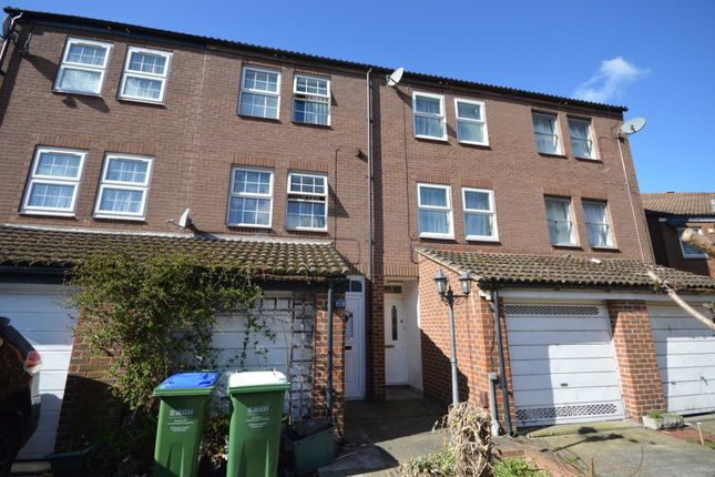 Thumbnail Property for sale in Fieldfare Road, Thamesmead, London