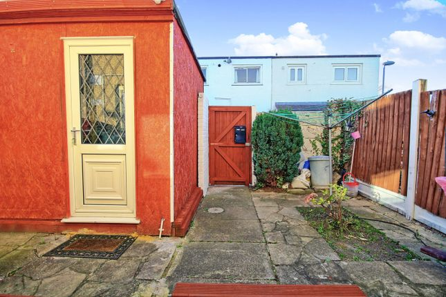 Thumbnail Terraced house for sale in Oldwyk, Basildon, Essex