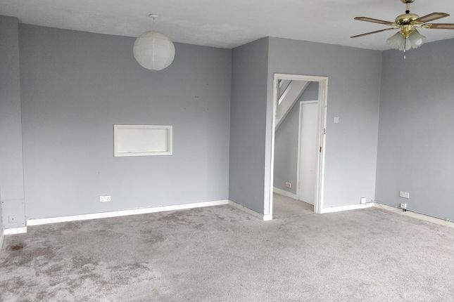 Thumbnail Maisonette to rent in Meadway Shopping Centre, Reading