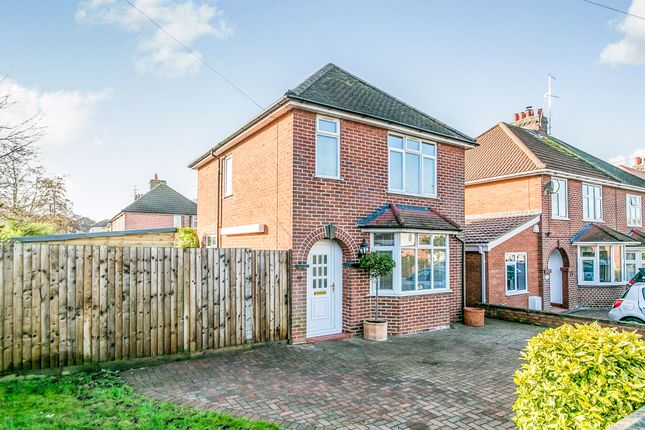Thumbnail Detached house for sale in Smythies Avenue, Colchester