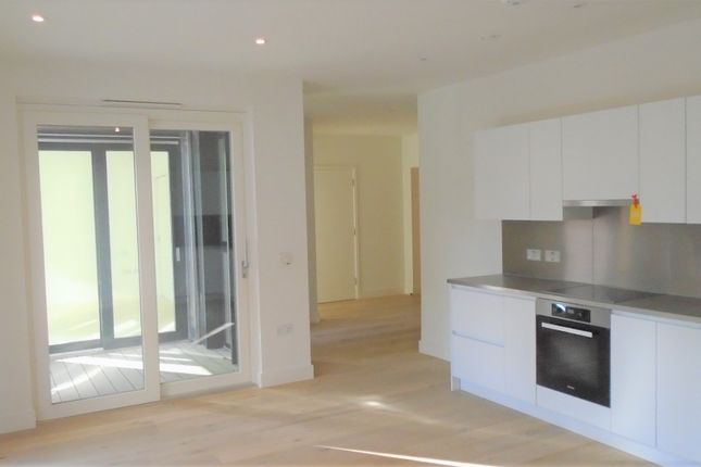 Thumbnail Flat for sale in Bythe Road, Hayes