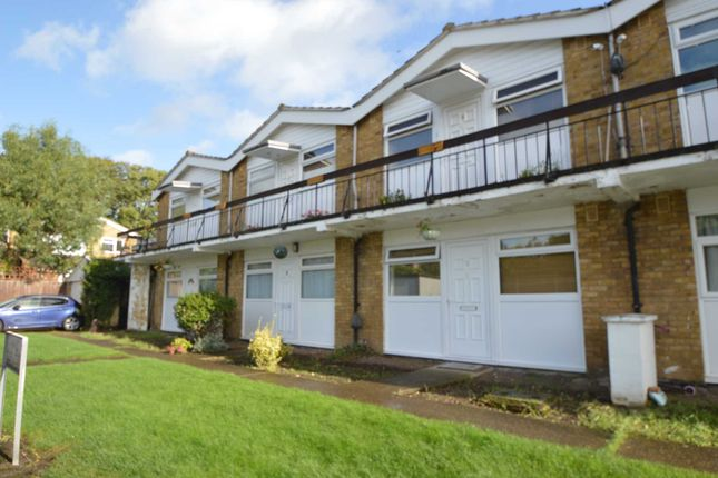 1 bed maisonette to rent in The Glen, Row Town, Addlestone KT15