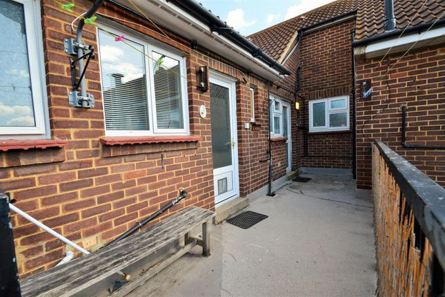 Thumbnail Flat to rent in Haynes Road, Northfleet, Gravesend