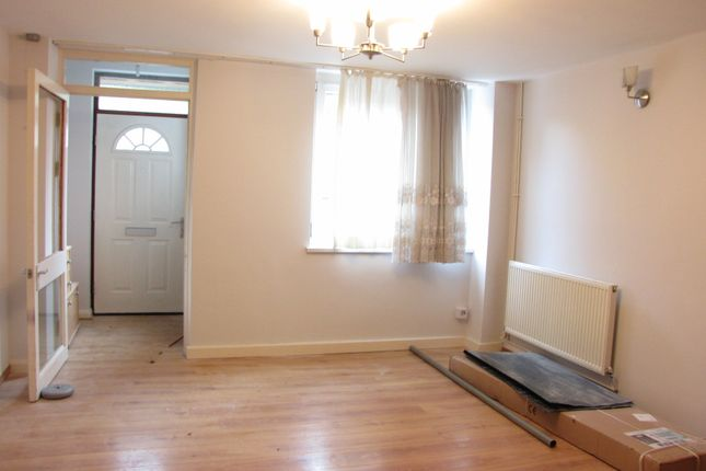Thumbnail Maisonette to rent in Hindrey Road, London